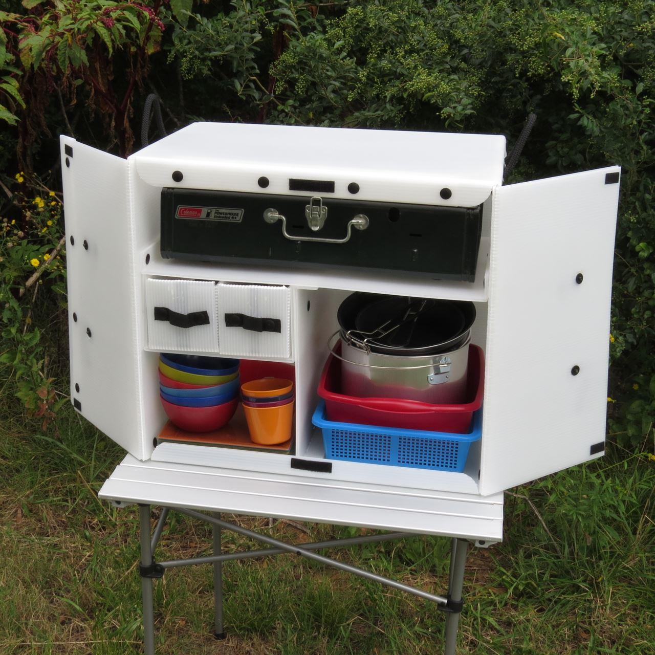 Enjoy cooking in camping kitchen