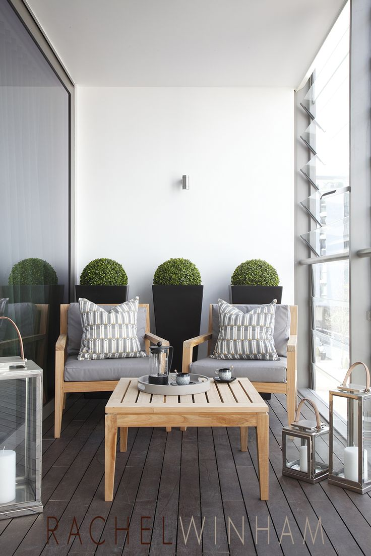Choosing prominent furniture to relax for balcony