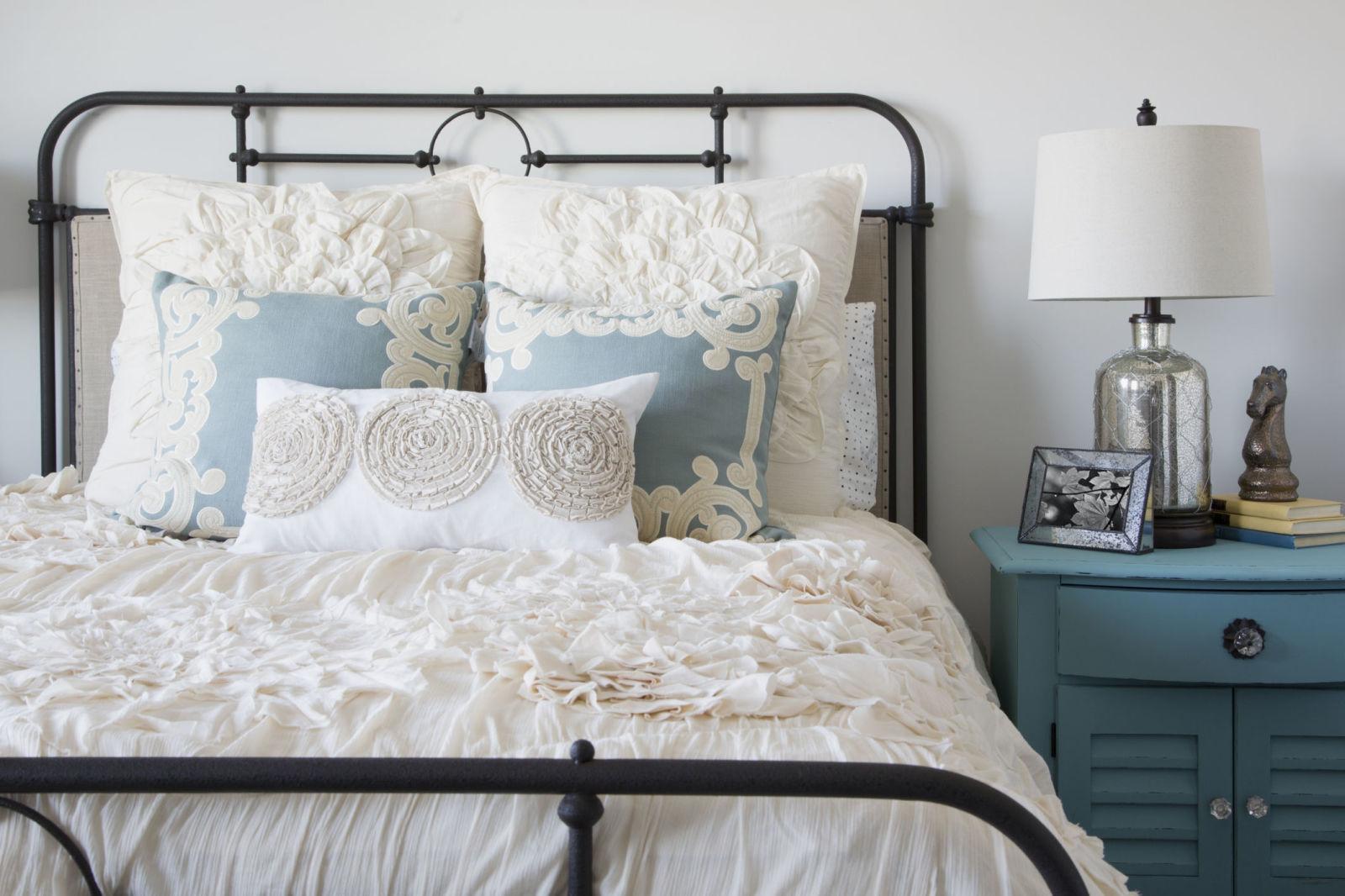 guest bedroom ideas guest bedroom decorating ideas - tips for decorating a guest bedroom GIMNXXL