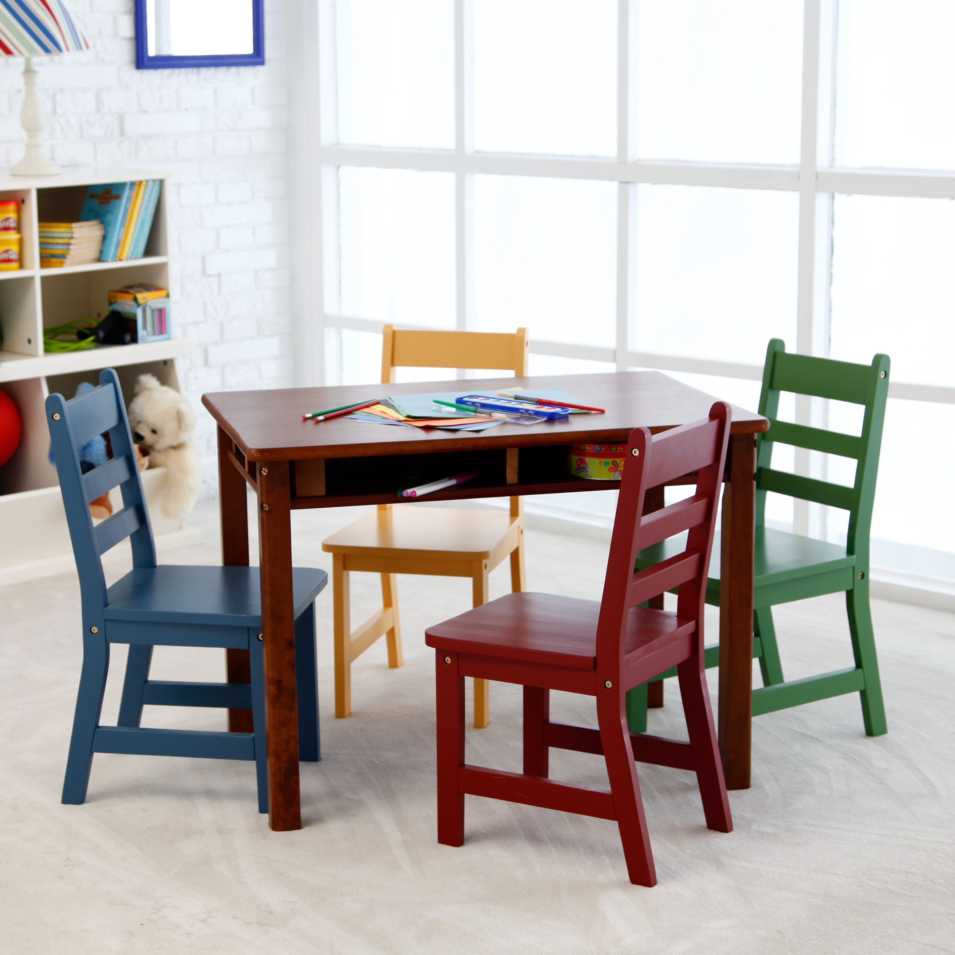 Kids table and chairs: ideal gift for your child