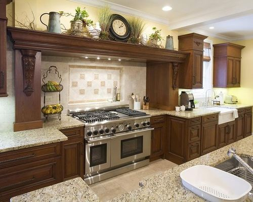kitchen decoration example of a mountain style kitchen design in chicago with an undermount IVFCJVZ