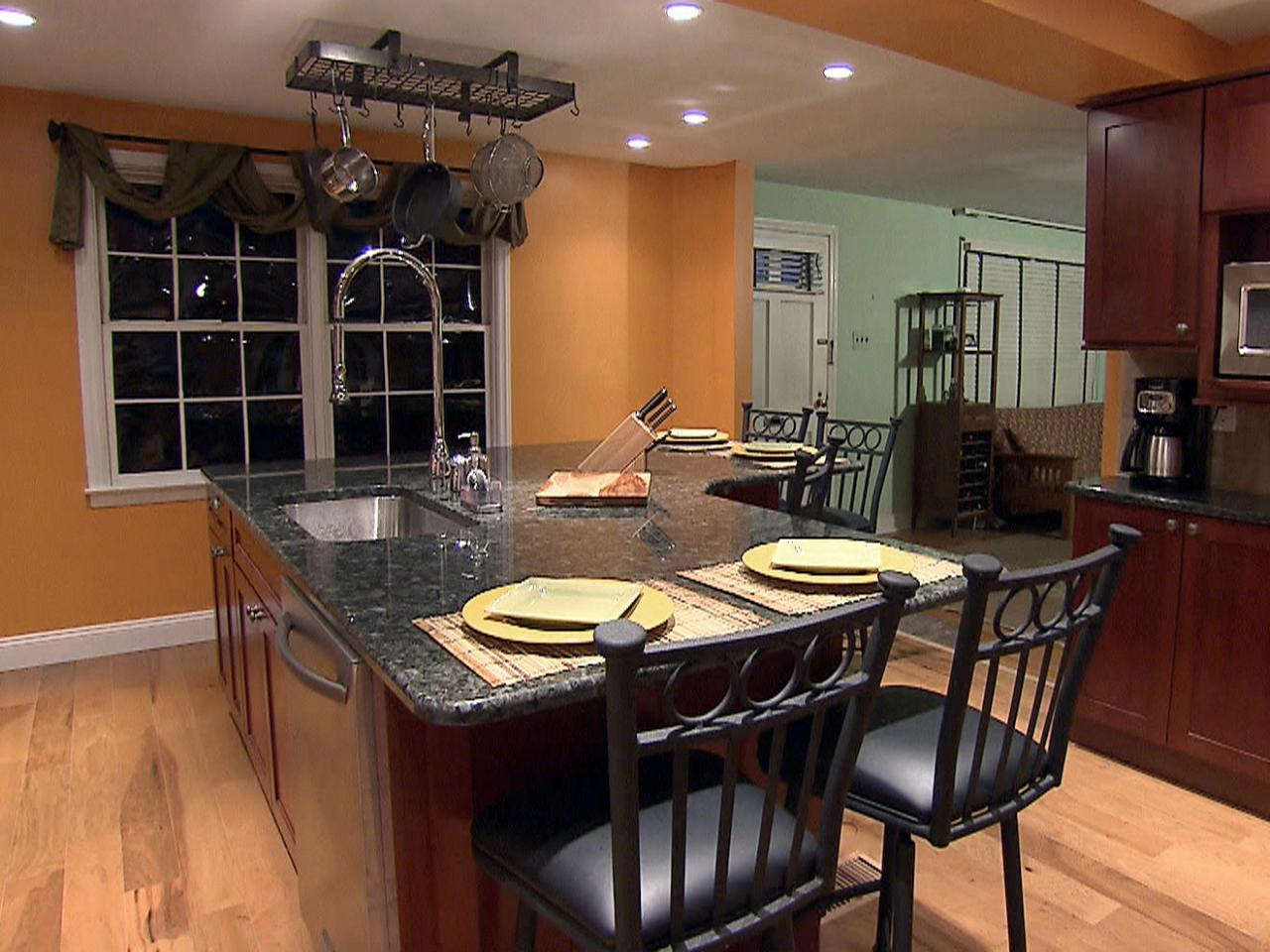 Things to consider while selecting kitchen island with seating