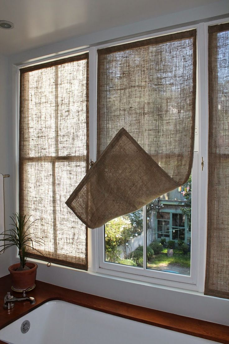last week i made some new burlap window coverings for the master bathroom. HTQENSQ