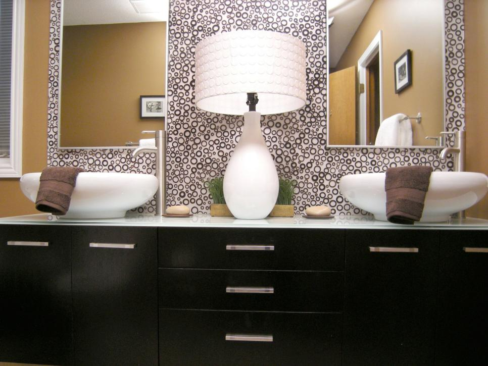 Get the beautiful mirrors for bathrooms with stunning frame