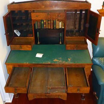 my favorite antique desk IWNSAWT