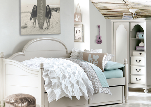 Buy teen furniture for your teenage room to get the perfect new look