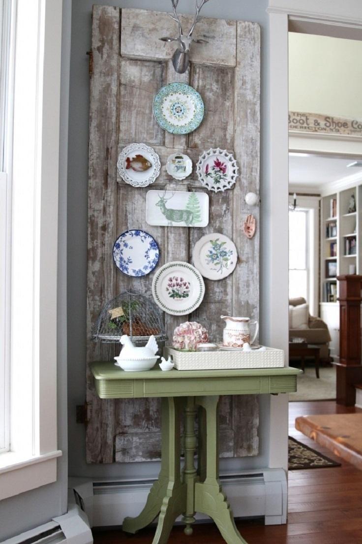 vintage home decor vintage plates on an old door WIJKBPV