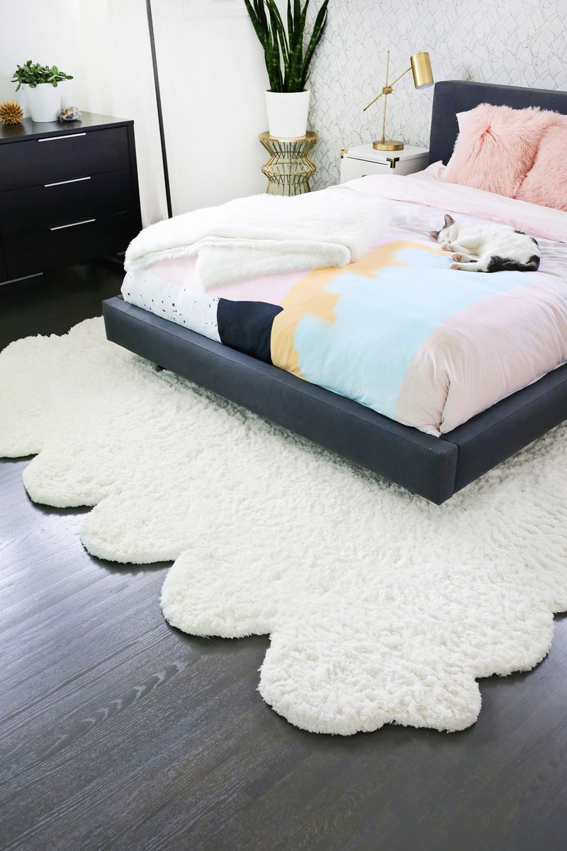 big rugs make two smaller rugs into one large rug! (click through for more XSSAKUE