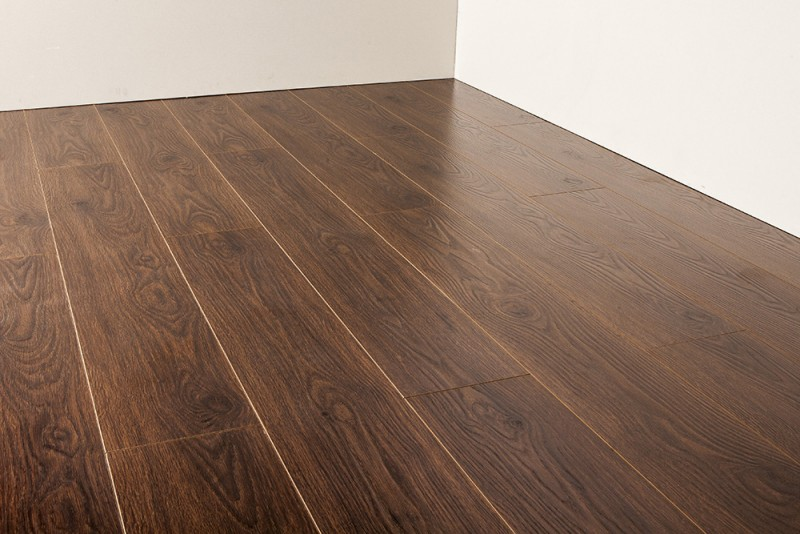 Glueless laminate flooring – benefits and features