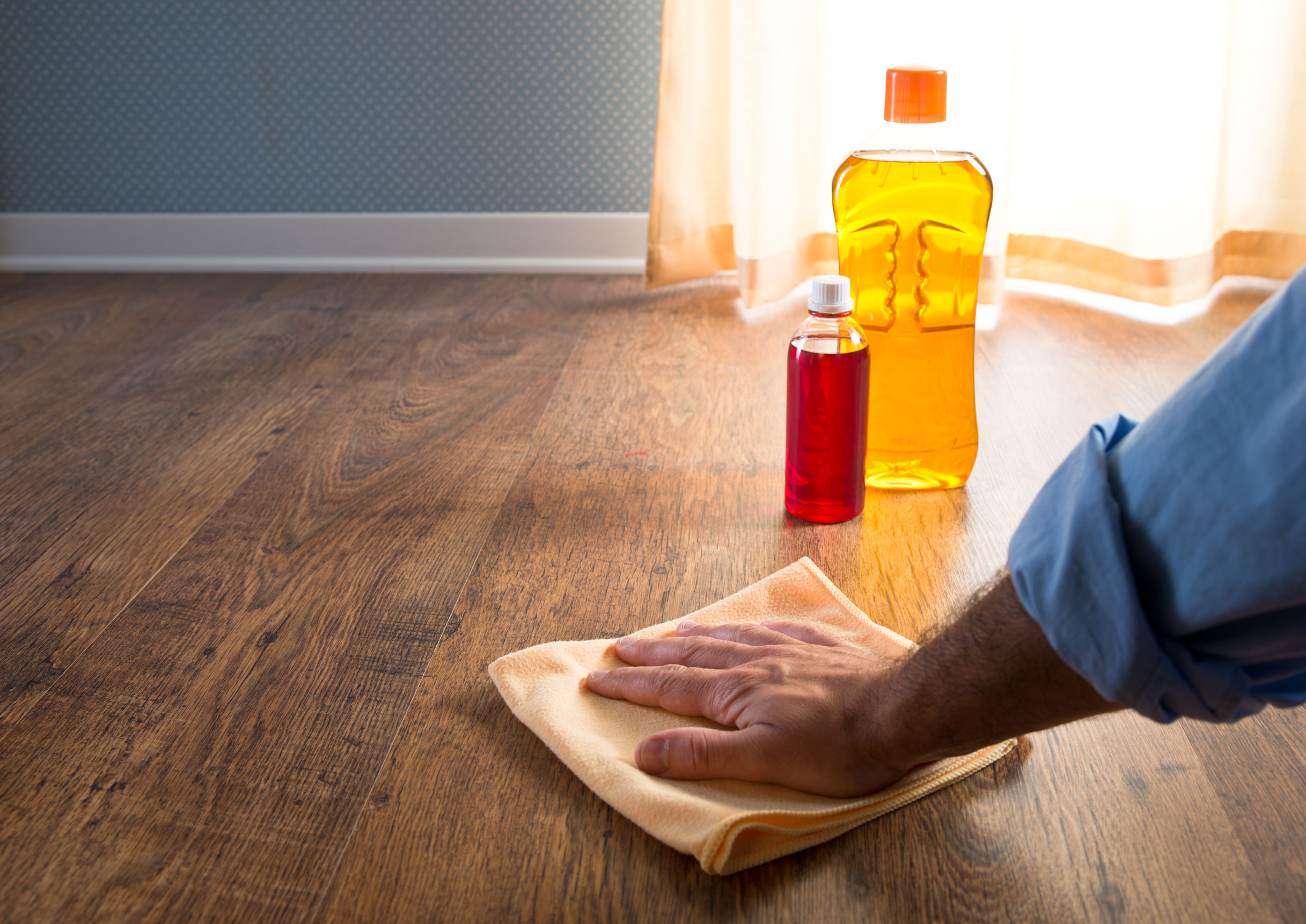Hardwood floor wax liquid wax is easier to apply in a thinner layer than the paste, QYSAQOY