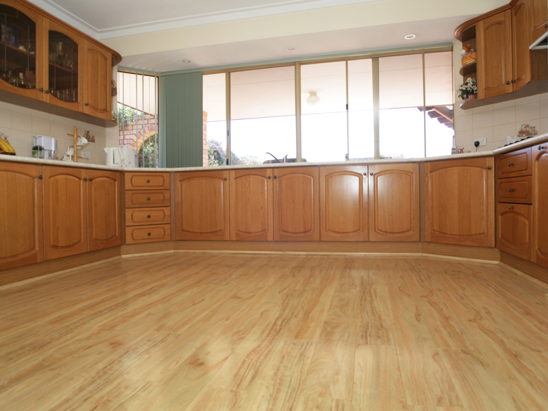 laminate kitchen flooring best kitchen laminate flooring IDJHWCW
