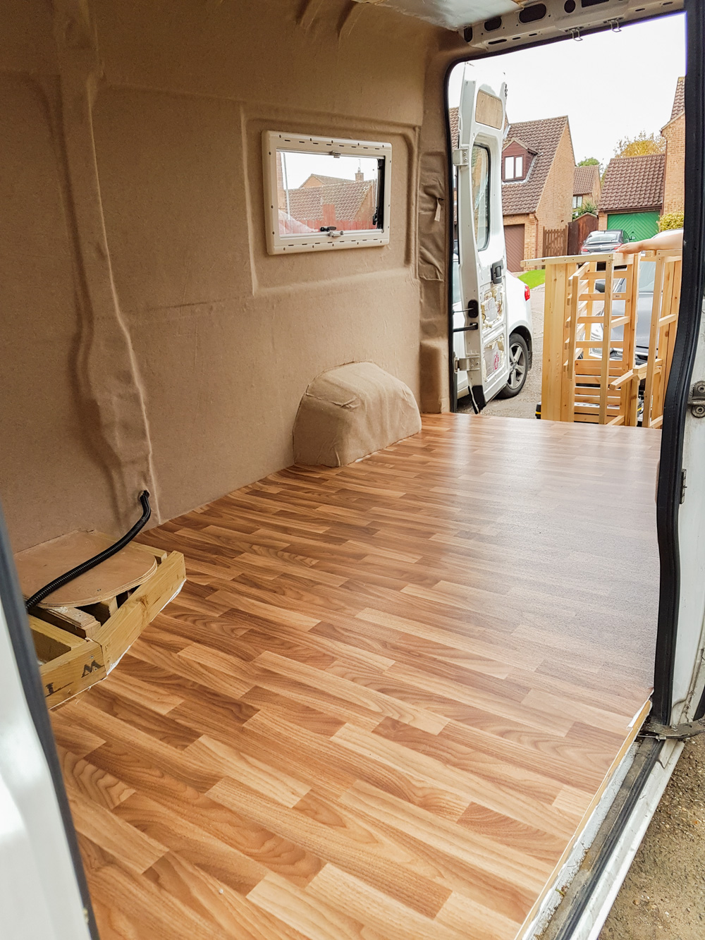 Lino floor van conversion - installing lino flooring in a campervan WIHUZFF