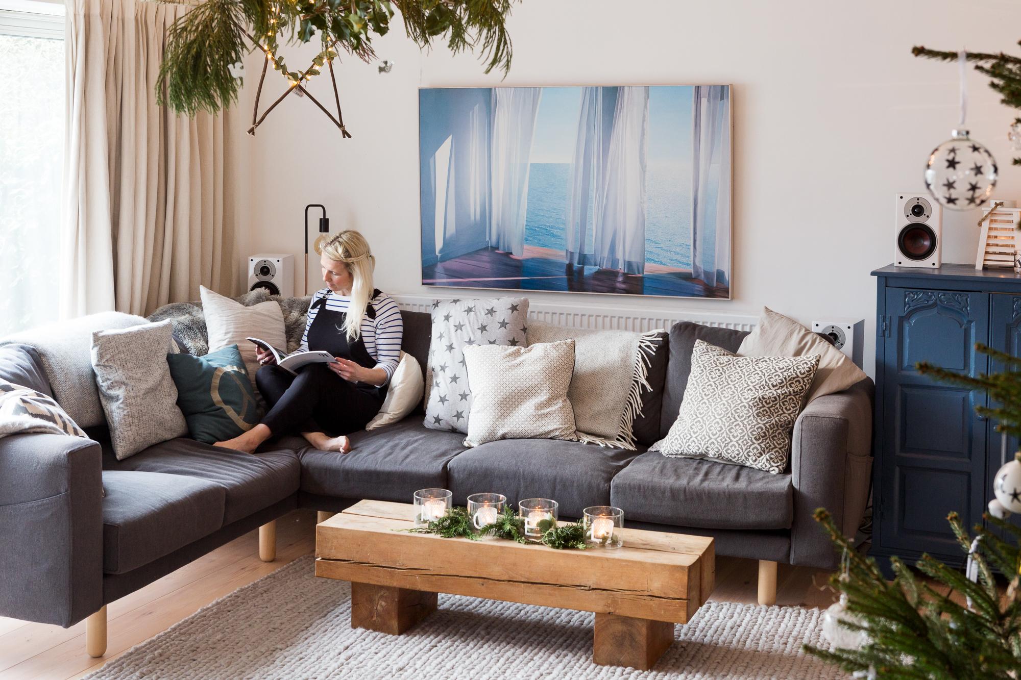 new sofas a designer/stylistu0027s own rustic modern english home KABKHJI