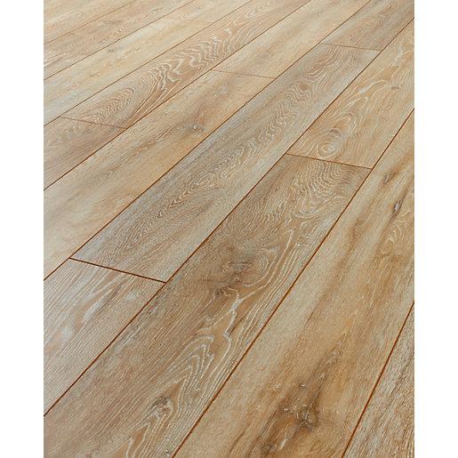 Oak laminate flooring kronospan valley oak laminate flooring - 2.22m2 pack | wickes.co.uk VSPECZO