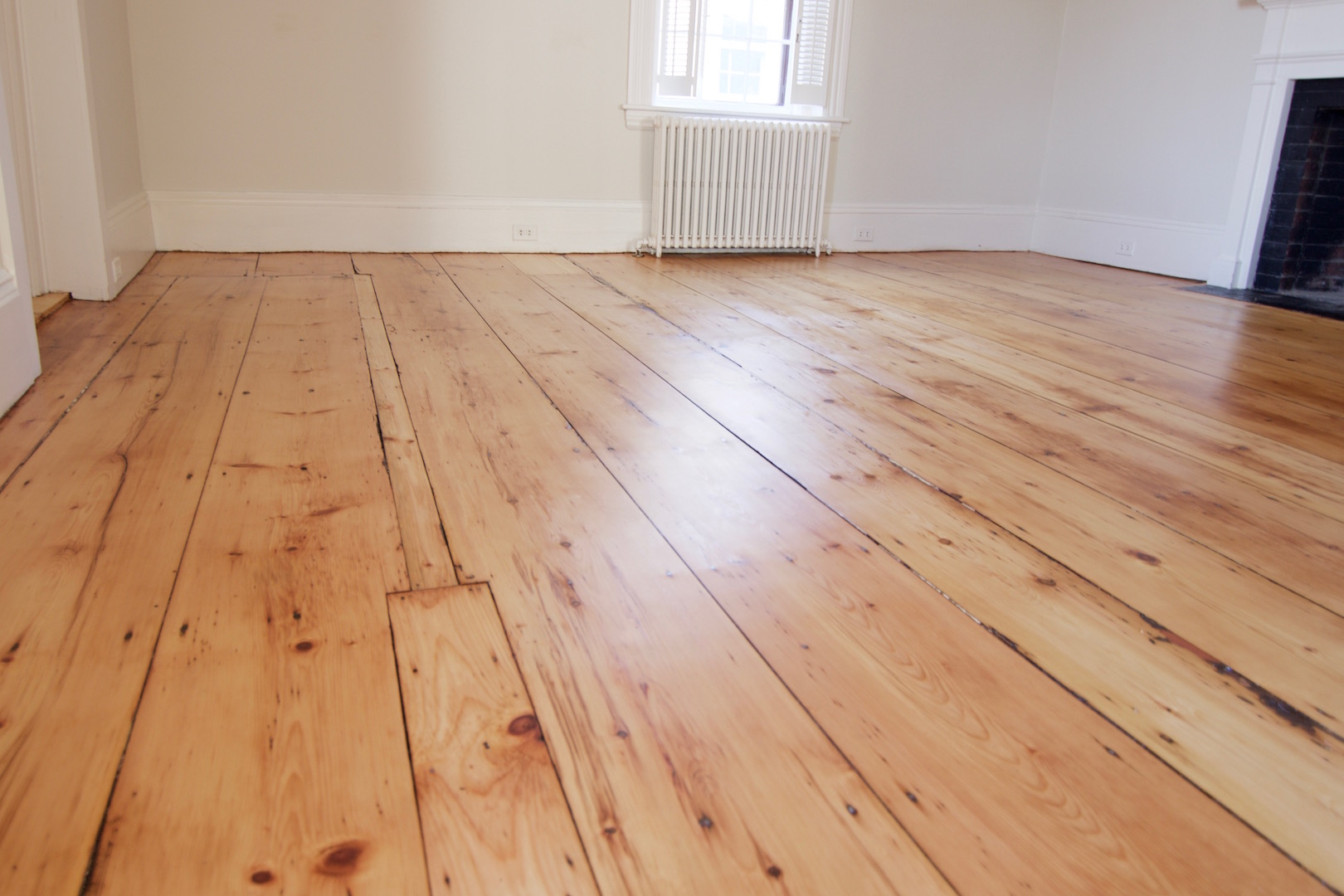 pine flooring update your pine floors to a more modern look YVOBKEE
