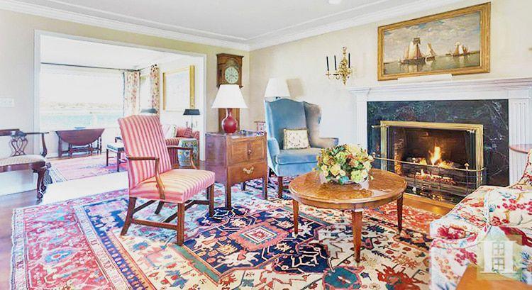 rug decor living room interior decor with antique persian heriz rug KCNJUZM