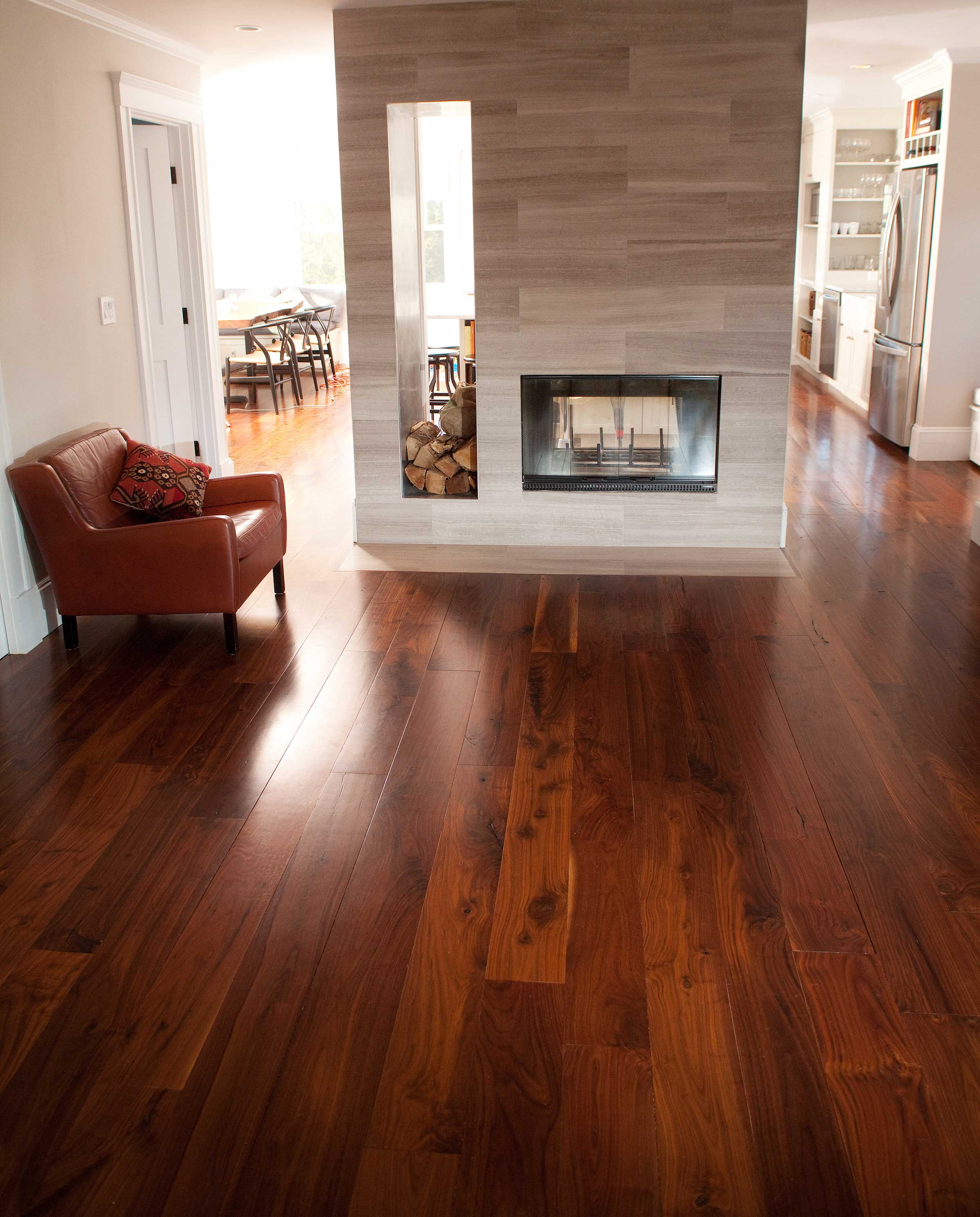 Walnut flooring: an interesting option