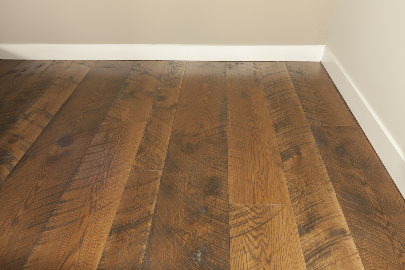 wide plank flooring handscraped and distressed wide plank floors provide a great way to achieve BZJBGWY