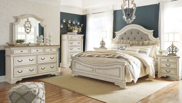 Realyn 6-Piece Queen Panel Bedroom S