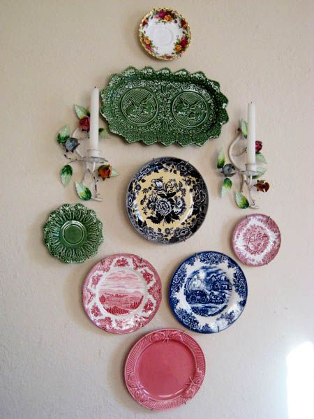 decorative-plates-wall-decoration-ideas | Plates on wall .
