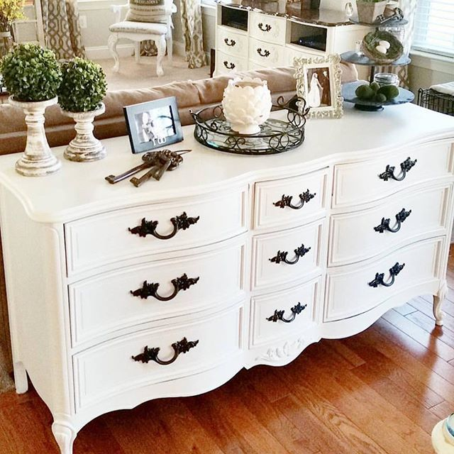 White vintage dresser with black handles | Dresser decor bedroom .