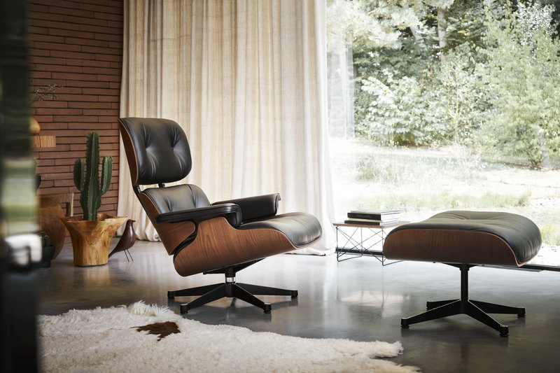 Vitra Eames Lounge Chair, new size, American cherry - black .