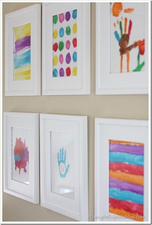 Una galería con las obras de arte de tus hijos es una bellísima .
