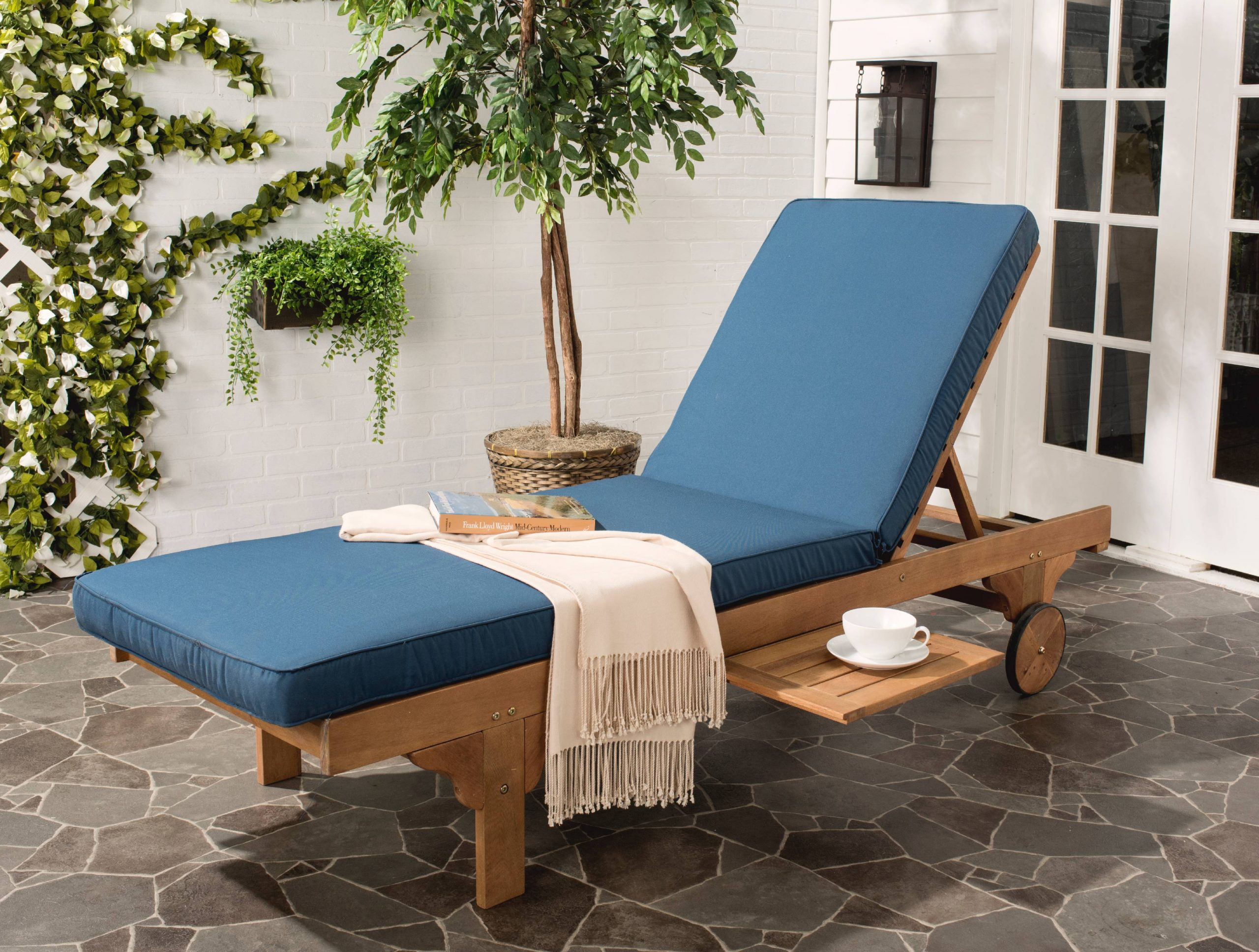 Outdoor Chaise & Lounge Chairs