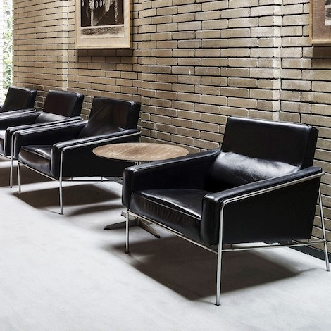Fritz Hansen – 3300 series sofa – design Arne Jacobs