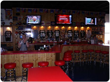 Pin de Niki Colbert en Sports Bar | Diseño de negocio, Disenos de .