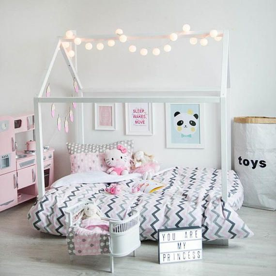 Choosing how to make a little woman's bed room something unique .