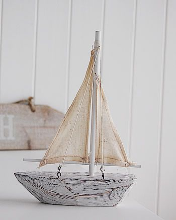 A decorative white wooden sailing boat | Barcos de madera, Velero .
